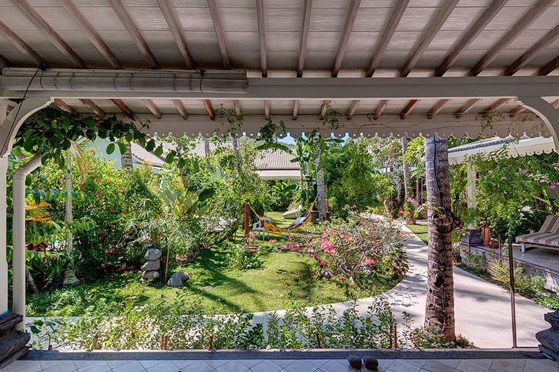 Caribbean Style Private Villa, 2 BR, Candidasa w/staff, casa vacanza a Tenganan