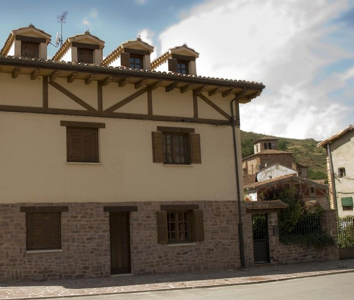 Nice house with terrace, holiday rental in Valdazo