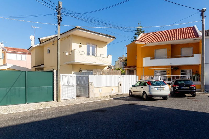 Amazing house with garden & terrace, alquiler vacacional en Parede