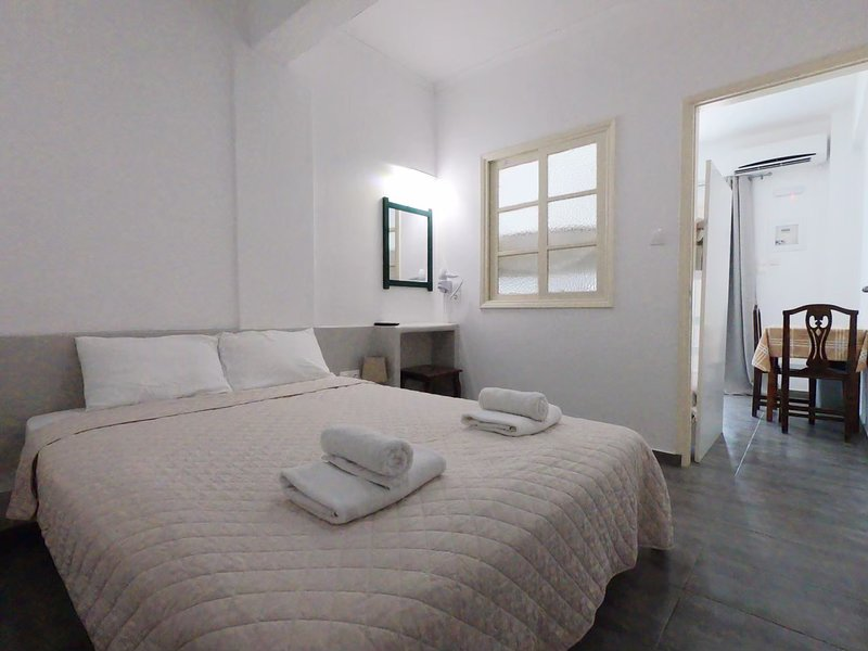 3-4 persons Studio 30 meters from Perissa Beach, holiday rental in Perissa