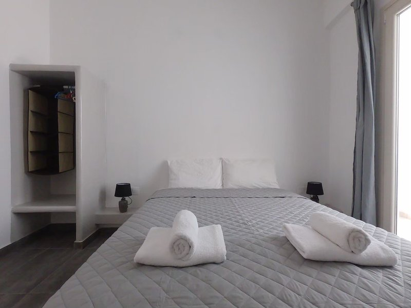 4 persons Apartment 30 meters from Perissa Beach, vacation rental in Perissa