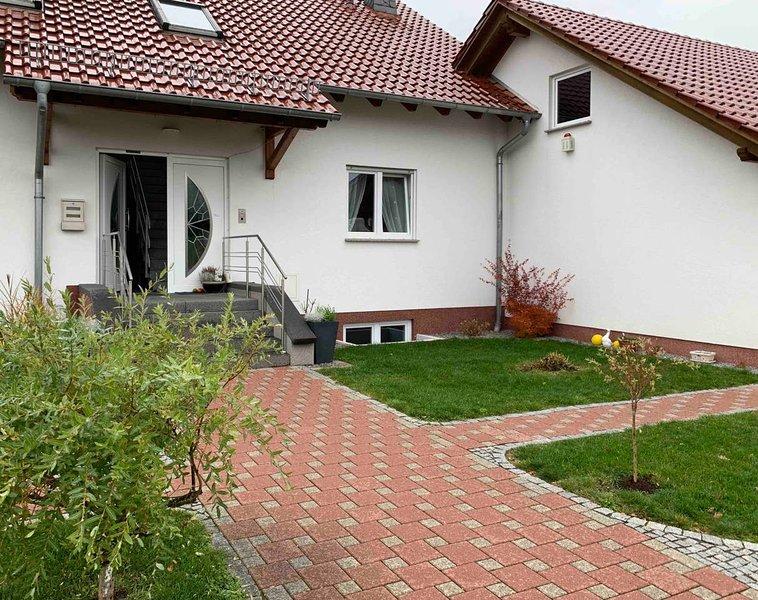 Sunny Apartment Aurora naturnahe 2 Zimmer Ferienwohnung familienfreundlich!, vakantiewoning in Bad Emstal