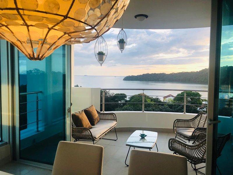 Vues incroyables de chaque pièce, balcon privé!