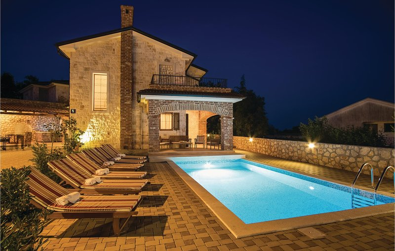 Nice home in Linardici with Outdoor swimming pool, Sauna and 3 Bedrooms (CKK749), holiday rental in Poljica