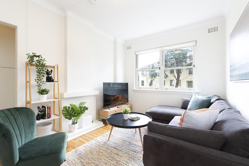 Live like a local, steps from Bondi Beach, vacation rental in Bondi