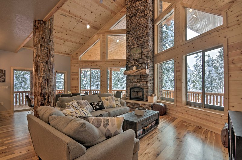 Luxurious Cabin in the Woods for Families & Groups, location de vacances à Long Valley Junction