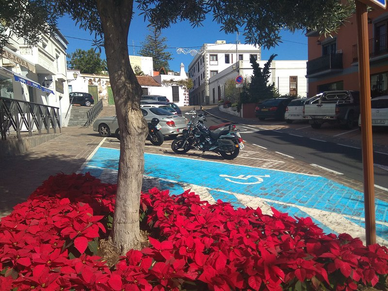 MORDERN & SPACIOUS  ROOM IN ARONA VILLAGE 10 KM FROM LOS CRISTIANOS WITH WI-FI, holiday rental in Valle De San Lorenzo