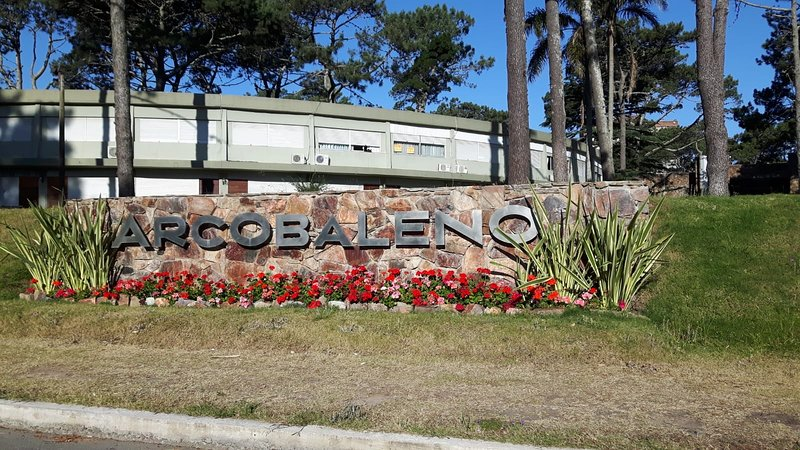 Complejo Arcobaleno Punta del Este 1 dor y piscina, holiday rental in Punta del Este