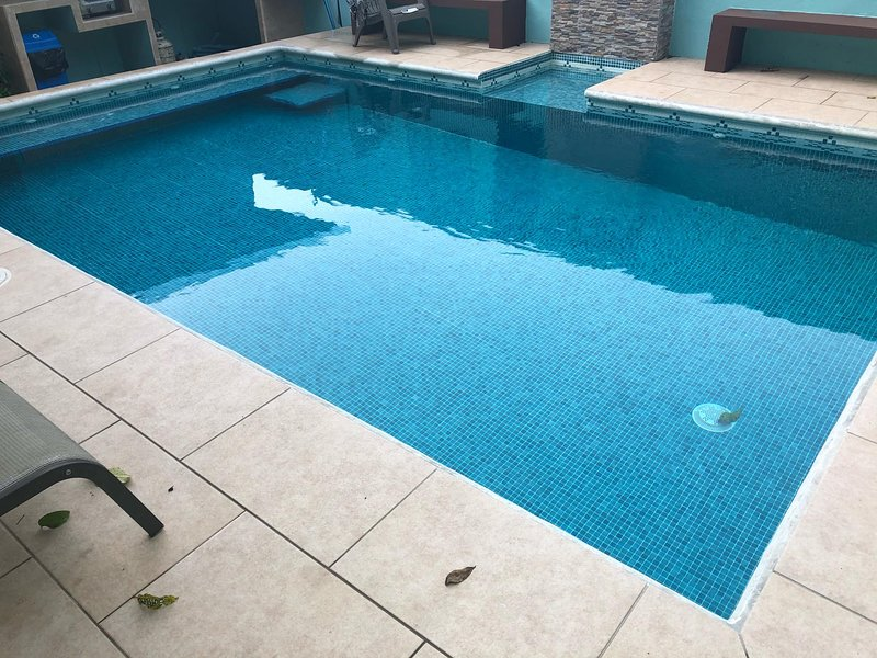 PURAVIDA APT #3 - POOL - AC - WIFI - KITCHEN, vacation rental in Naranjito