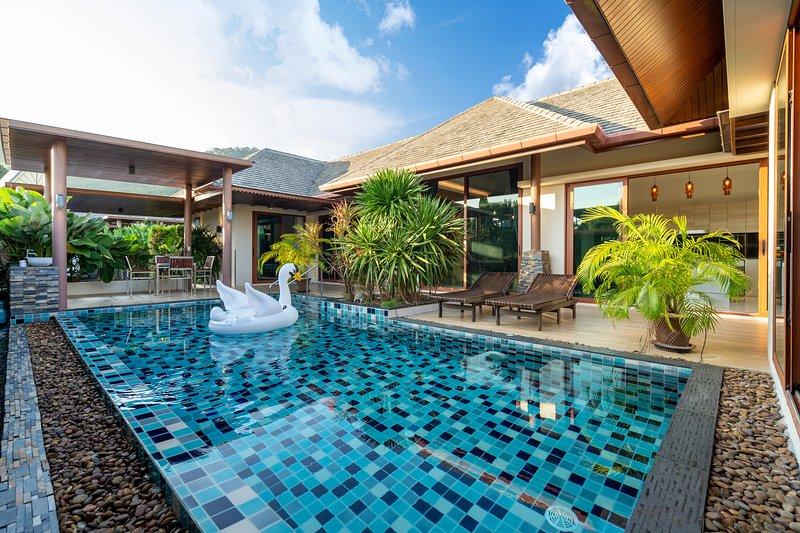 3BR Modern Villa - Pool, NaiHarn, Rawai, holiday rental in Ban Trisuk