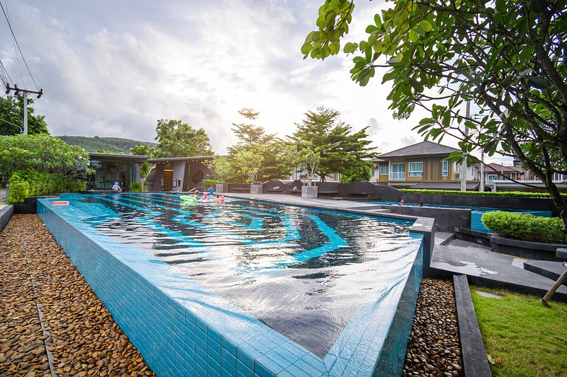 4 BR Saransiri Villa 2#l Pool Gym Garage Netflix, holiday rental in Koh Kaew