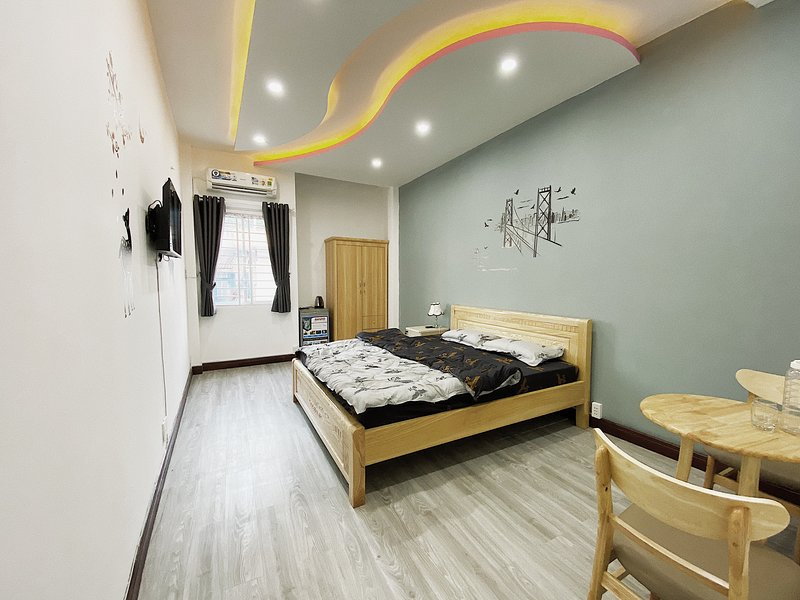 T&D 4 min bui vien ✨spacious room, holiday rental in Ho Chi Minh City