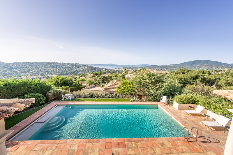 211028 5- bedroom villa,sea view,heated pool 12 x 5,partly airco,near golfcourse, holiday rental in Sainte-Maxime