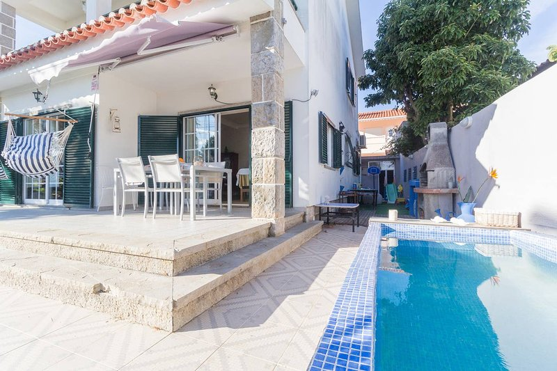 Amazing villa with swimming-pool, vacation rental in Alcabideche