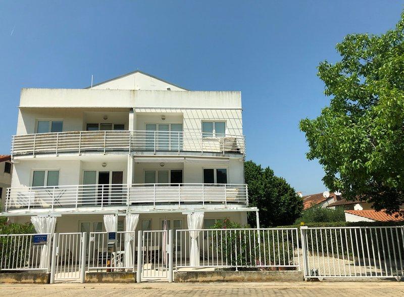 APPARTAMENTO SPIAGGIA CUVI, holiday rental in Rovinj