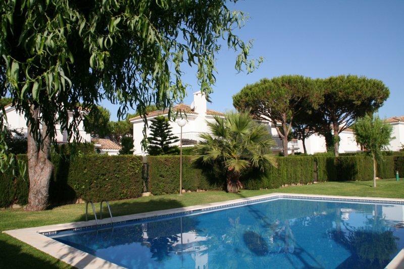 0520 Villa Bolonia, alquiler de vacaciones en Novo Sancti Petri