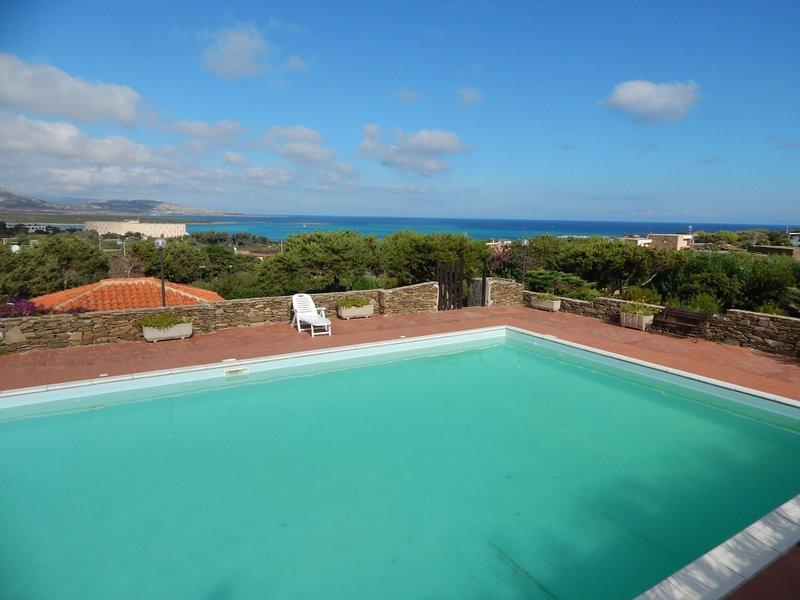 CASA NEMO: trilocale in residence con piscina, holiday rental in Stintino