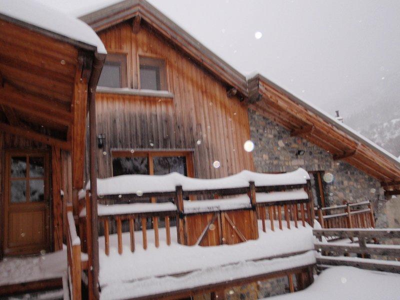 Le Relax - duplex privatif confortable et très calme jusqu'à 6 personnes, vacation rental in Freissinieres