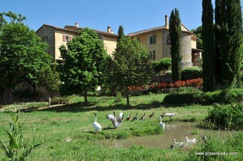 Une campagne en Provence gîtes avec 2 et 3 chambres studio et table d'hôtes, holiday rental in Bras