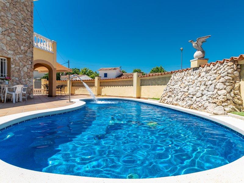 VILLA 8 hab. dobles, wifi, billar, piscina privada, holiday rental in Vilacolum