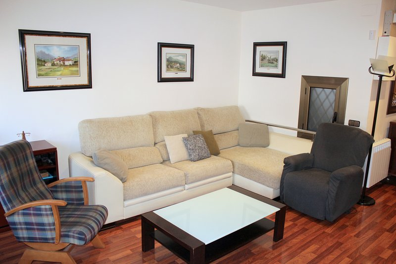 DELIGHT BARCELONA RENT FOR MONTHS, vacation rental in Cornella de Llobregat