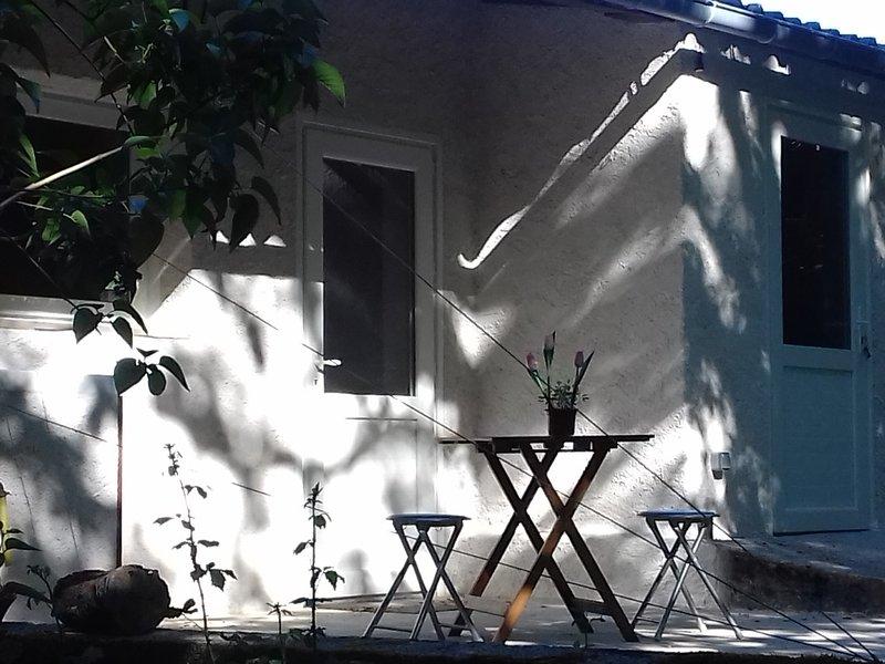 Gîte mosaïque 2 étoiles, à 8 km de St Céré, chez Claire, vacation rental in Saint-Jean-Lagineste