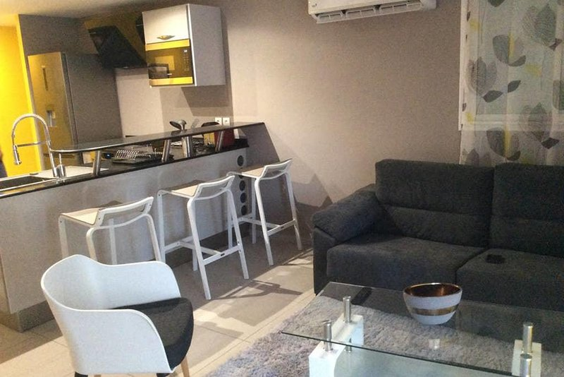 Nice apartment with terrace & Wifi, aluguéis de temporada em Les Abymes