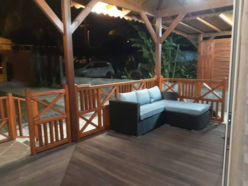 Spacious house with mountain view, holiday rental in Vernou
