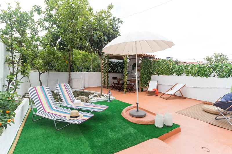 Amazing house with garden & terrace, vacation rental in Barreiro