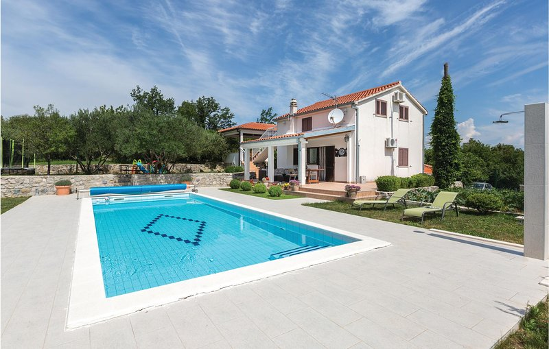 Beautiful home in Slime with WiFi and 4 Bedrooms (CDT796), casa vacanza a Slime