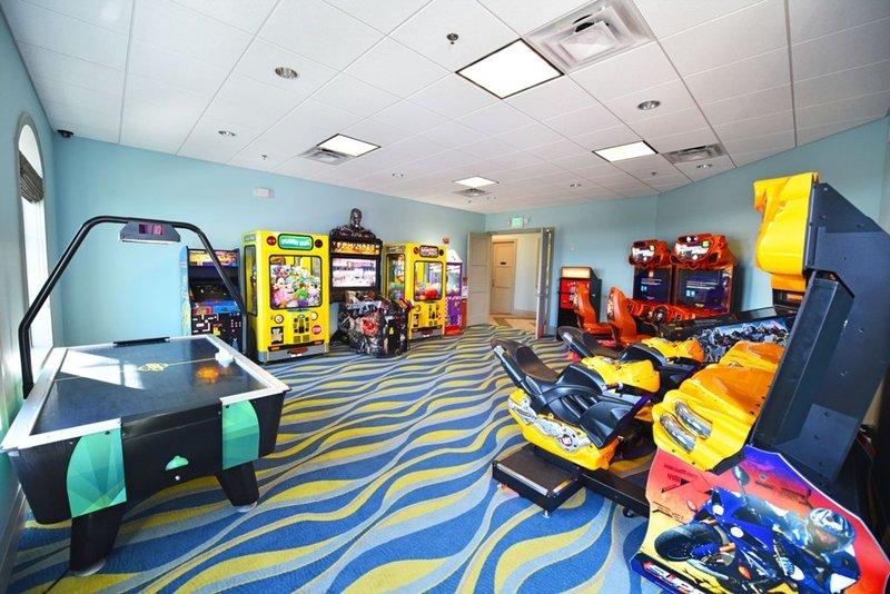 Arcade Game Machine,Indoor Play Area,Indoors,Room,Table