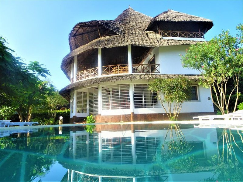 Watamu, nestled between pristine beaches and lush tropical forest, location de vacances à Watamu