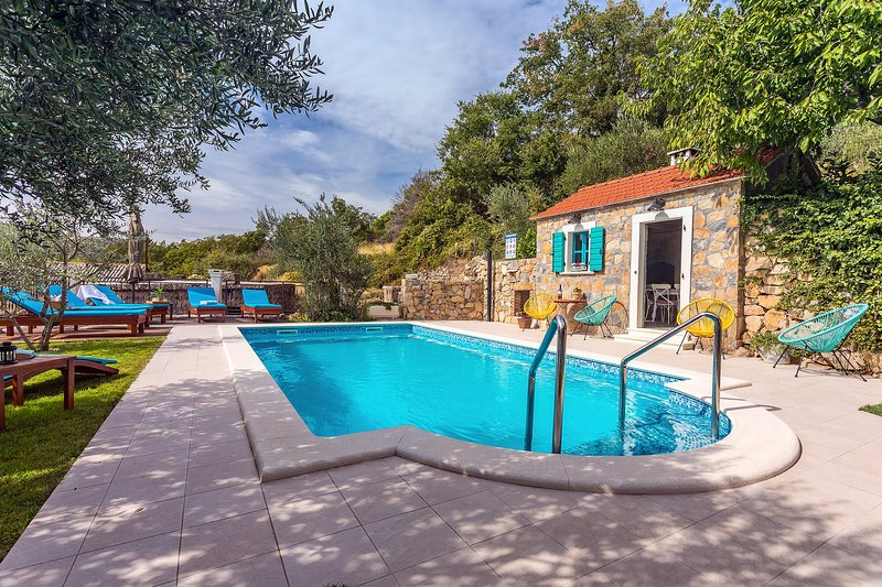 VILLA VULTANA with 30m2 private, heated pool, 4 bedrooms and play area