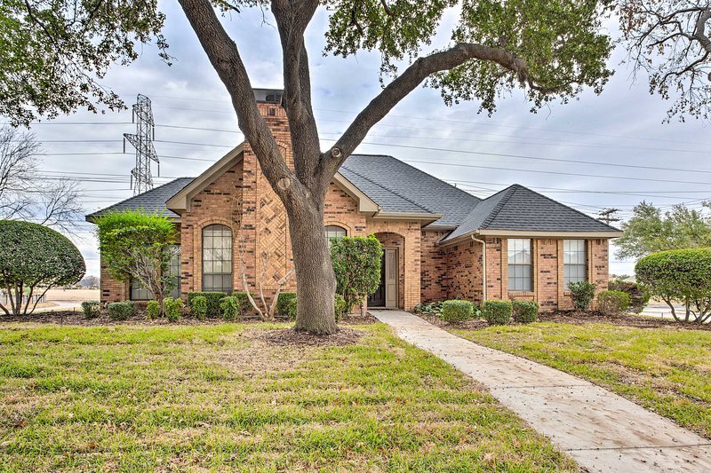 NEW! Modern Family Home; Shop, Dine & Visit Dallas, vacation rental in Allen