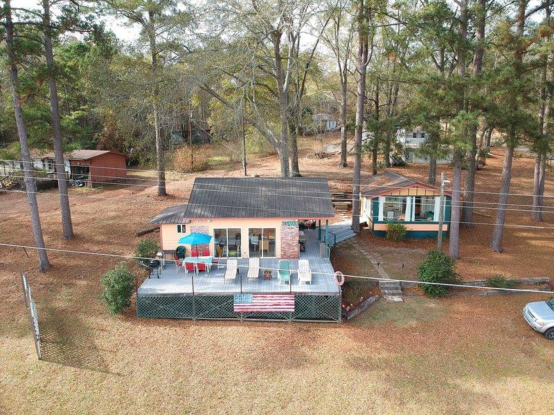 Lakeside Pleasure Island Cabin w/ Deck & Gas Grill, vacation rental in Ruston