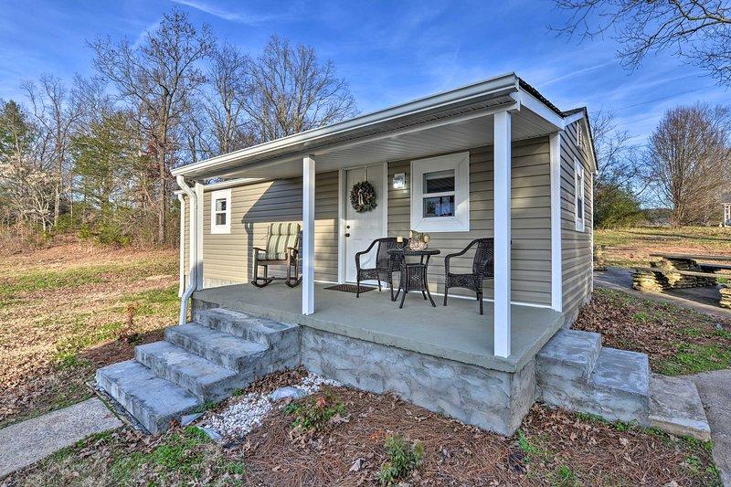 NEW! Six Waterpots Cottage II in Blue Ridge Mtns!, vacation rental in Lenoir