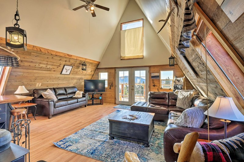 Cabin w/ 360° Mountain Views & 30 Miles to Breck!, vacation rental in Hartsel