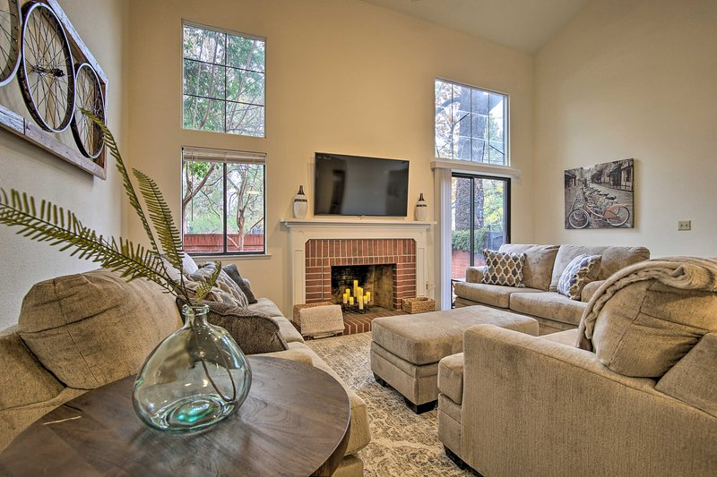 Well-Appointed Residence - 1/2 Mile to UC Davis!, holiday rental in Davis