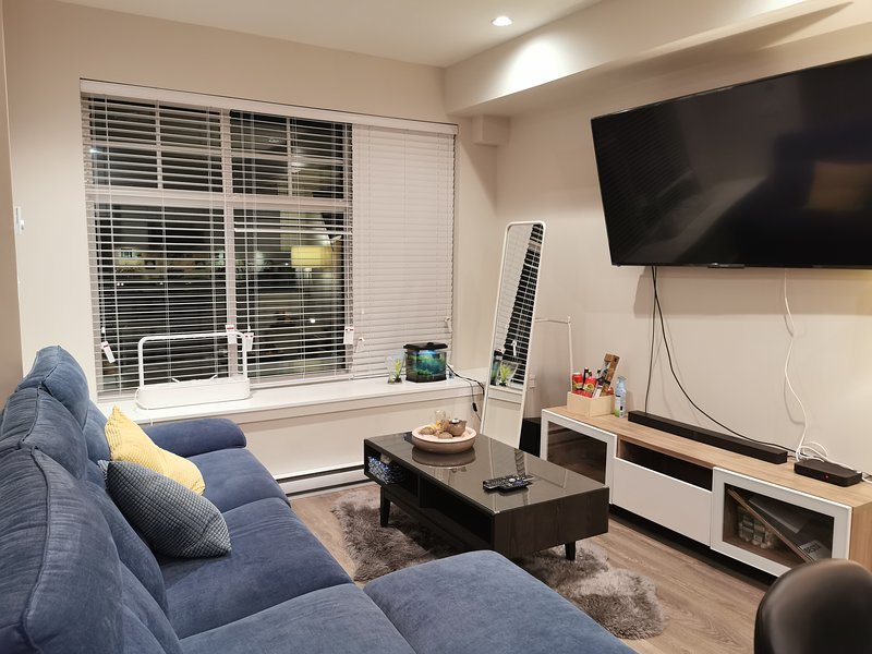 Deer Lake Luxury & Cozy Townhouse - Entire Place, vacation rental in Burnaby