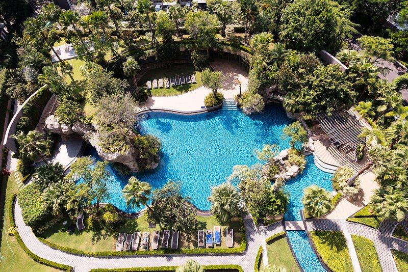 The Riviera Wongamat   Pattaya, Naklua  Free Electricity, holiday rental in Ko Si Chang