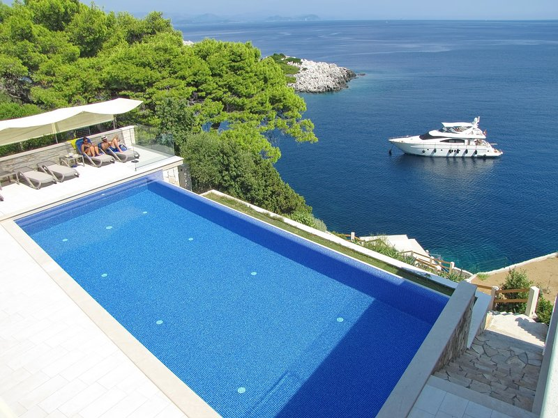 Villa Mirosa-Quadruple Room with Terrace, holiday rental in Saplunara