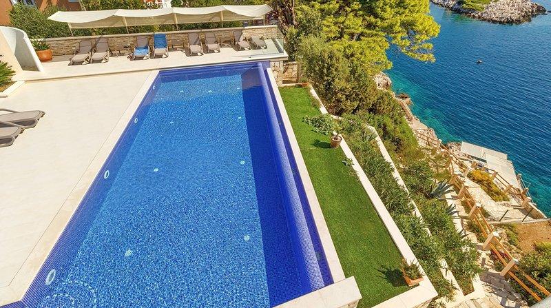 Villa Mirosa-Standard Triple Room, vakantiewoning in Saplunara