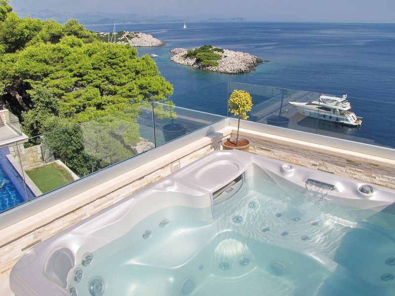 Villa Mirosa - Comfort Double Room with Balcony and Sea View, holiday rental in Saplunara