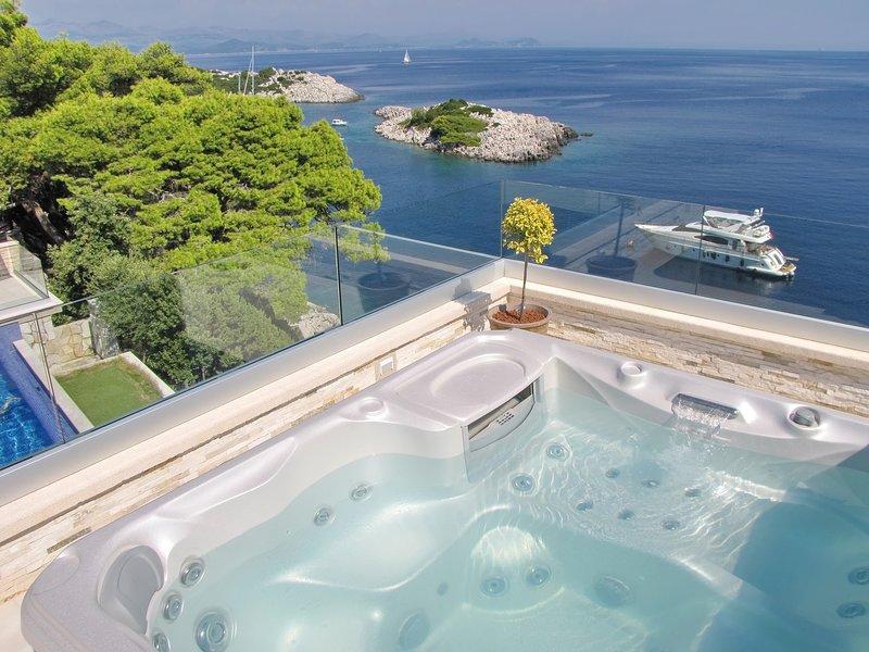 Villa Mirosa - Comfort Double Room with Balcony and Sea View, vakantiewoning in Saplunara