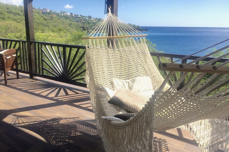 Relax in a villa with swimming pool by the sea - up to 6 people, casa vacanza a Marigot