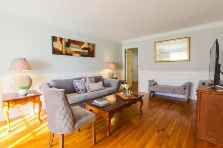 5 min to downtown and 15 min to beach.  Family-friendly home w/ playroom and mul, holiday rental in Mount Pleasant