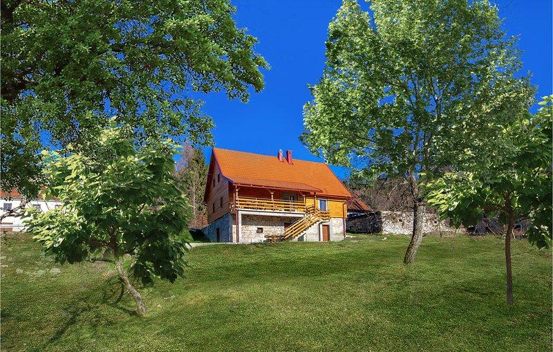 Stunning home in Moravice with 4 Bedrooms (CKB126), location de vacances à Donji Vuksici