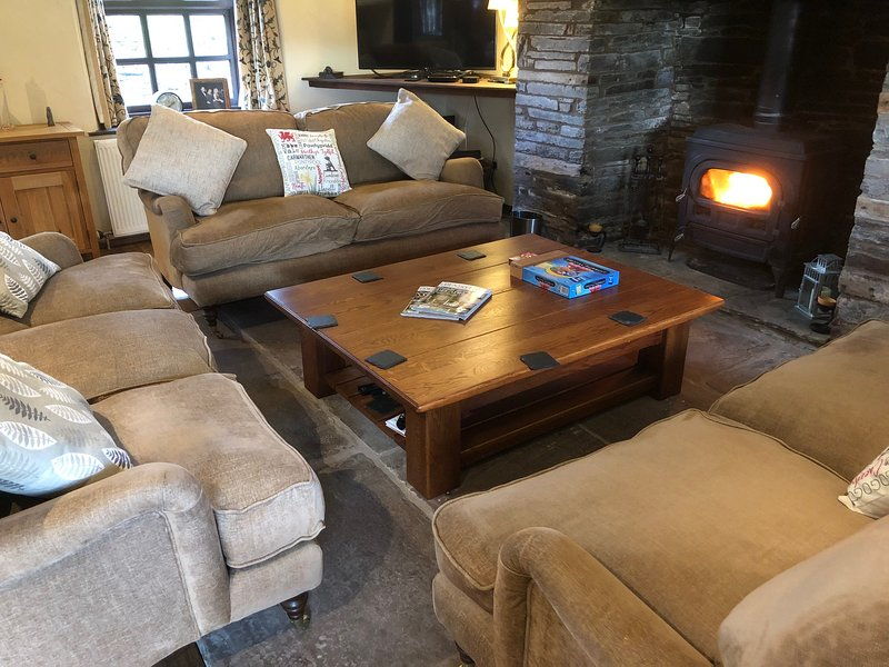 Hilltops Brecon - The Farmhouse, location de vacances à Llangorse
