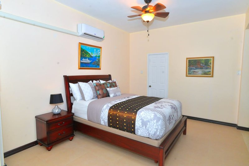 Suite Eleven, holiday rental in Ironshore
