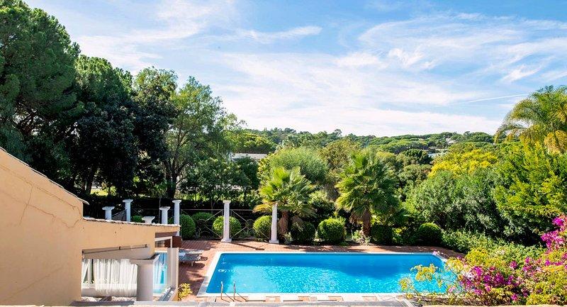 Quinta do Lago Villa Sleeps 8 with Pool and Air Con - 5823426, alquiler vacacional en Gambelas